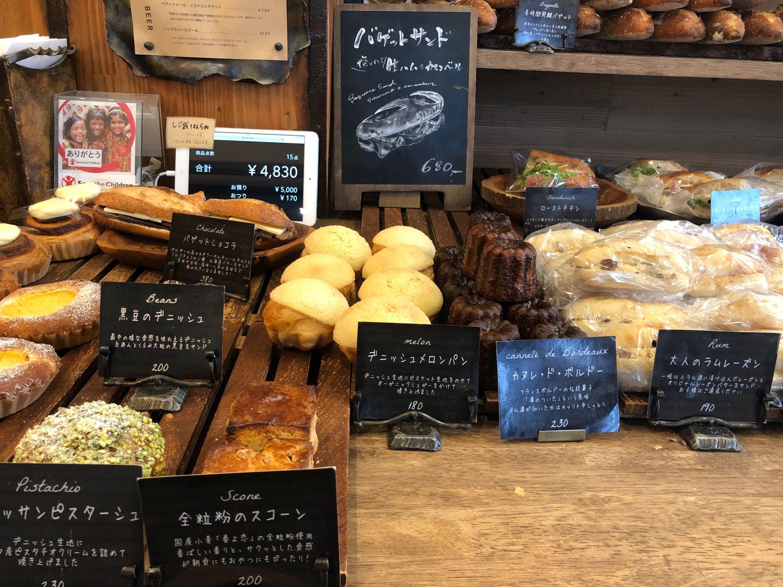 丘の上のパン屋の店内